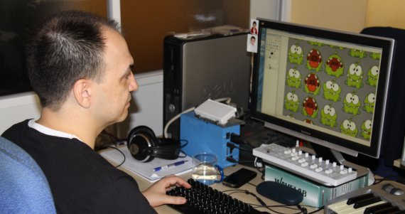 Alberto J. González working on Cut the Rope Nintendo 3DS version