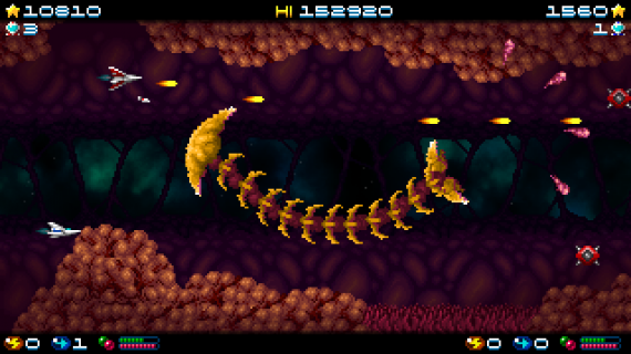 Super Hydorah co-op mode, fighting against a space worm with an horrible aspect in this shoot'em up arcade game